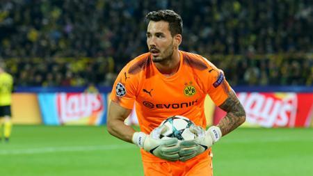 Kiper Borussia Dortmund, Roman Burki. - INDOSPORT