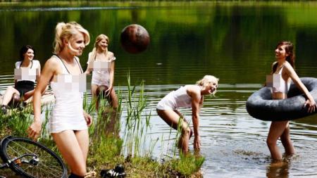 Timnas Jerman wanita pernah berpose setengah bugil untuk halaman muka majalah Playboy. - INDOSPORT