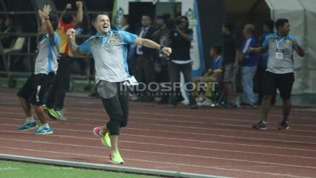 Luapan emosi Simon McMenemy pada laga melawan Bali United. - INDOSPORT