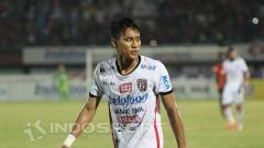 Indosport - Pemain klub Liga 1 2019, Bali United, Andhika Wijaya berpeluang dimainkan saat melawan PSM Makassar.
