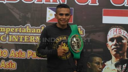 Tibo Monabesa optimis kalahkan Omari Kimweri di perebutan gelar juara kelas terbang IBO. - INDOSPORT