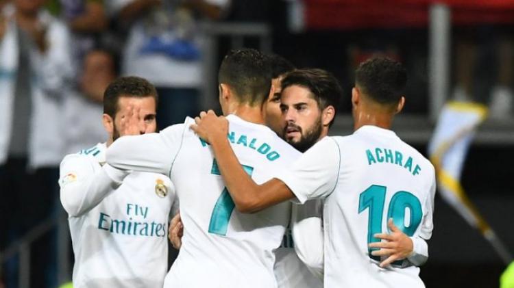 Pemain Real Madrid merayakan gol yang dilesakkan Isco ke gawang Espanyol dalam lanjutan Liga Spanyol di Stadion Santiago Bernabeu, Senin (2/10/2017) dini hari. Copyright: Squawka Twitter