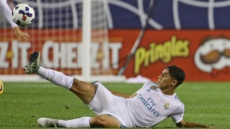 Klub Liga Inggris, Chelsea, kabarnya mendekati bek kanan Real Madrid, Achraf Hakimi. - INDOSPORT
