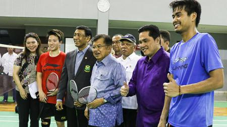 Foto bersama Jusuf Kalla bersama jajarannya. - INDOSPORT