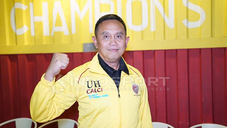 Manajer Sriwijaya FC, Ucok Hidayat. Copyright: Muhammad Effendi/INDOSPORT