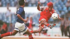 Indosport - Rochy Putiray saat memperkuat Timnas Indonesia.