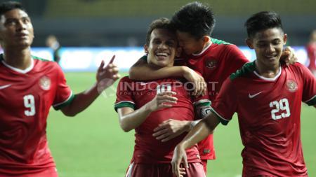 Selebrasi para pemain Timnas U-19 usai gol kedua yang dicetak Egy Maulan Vikri. - INDOSPORT