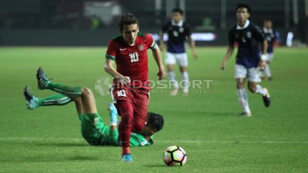 Aksi memukau Egy Maulana Vikri mencetak gol kedua ke gawang Kamboja U-19. - INDOSPORT
