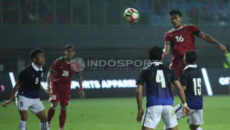 Fachrudin Aryanto menjadi kapten bagi Timnas Indonesia saat melawan Kamboja. INDOSPORT/Herry Ibrahim