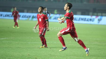 Selebrasi Rezaldi Hehanusa usai mencetak gol kedua bagi Timnas Indonesia. INDOSPORT/Herry Ibrahim - INDOSPORT