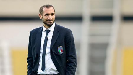 Bek tangguh  asal Italia, Giorgio Chiellini, menjadi satu-satunya pemain Juventus yang merayakan sembilan gelar beruntun scudetto Serie A Liga Italia. - INDOSPORT