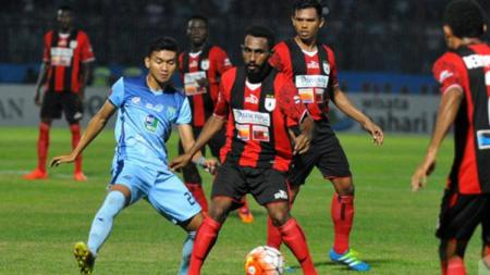 Persipura vs Persela. - INDOSPORT