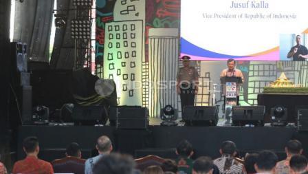 Wakil Presiden RI, Jusuf Kalla saat memberikan pidato di acara Hitung Mundur Asian Para Games 2018. (INDOSPORT/Herry Ibrahim)