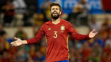 Gerard Pique kala memperkuat Timnas Spanyol. - INDOSPORT