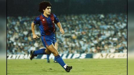 Kepindahan Diego Maradona ke klub Barcelona yang dianggap sebagai loncatan karier justru berubah jadi masa-masa terberat dalam kehidupan sang legenda. - INDOSPORT