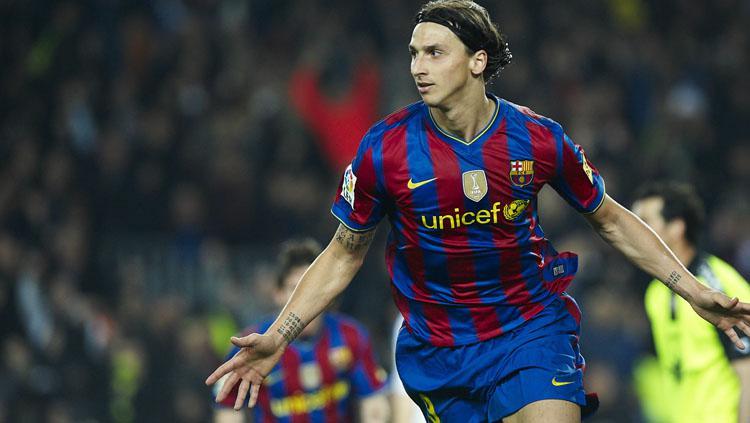 Zlatan ibrahimovic saat masih memperkuat Barcelona. Copyright: Goal.UK