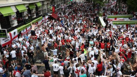 Fans Timnas Inggris. - INDOSPORT