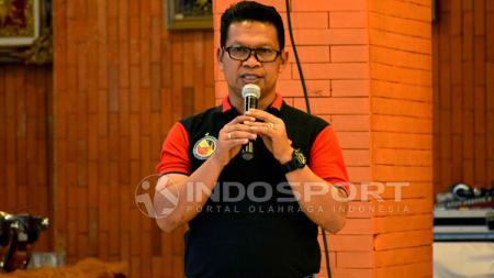 Delfi Adri menjadi caretaker Semen Padang setelah ditinggal pelatih Nilmaizar. - INDOSPORT