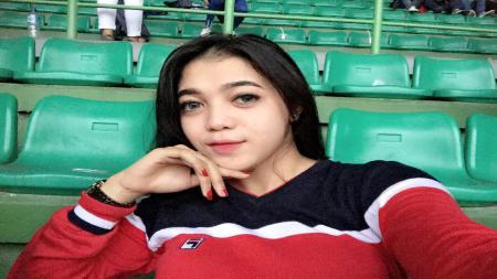 Pendukung Persija Jakarta perempuan, Diah Febriani. - INDOSPORT