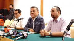 Indosport - Ki-ka: Tigor Salomboboy, Berlington Siahaan (Dirut PT LIB), Risha Adi Wijaya.