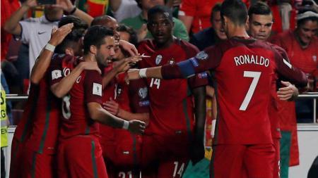 Skuat Portugal merayakan kemenangan atas Swiss. - INDOSPORT