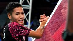 Indosport - Gatjra Piliang Fiqihilahi Cupu saat berjabat tangan dengan lawan.