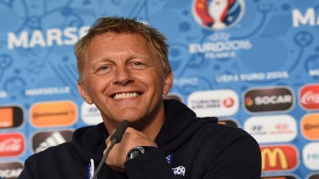 Pelatih Islandia yang juga berprofesi sebagai dokter gigi - INDOSPORT
