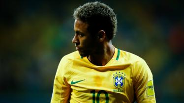 Neymar saat membela Timnas Brasil. - INDOSPORT