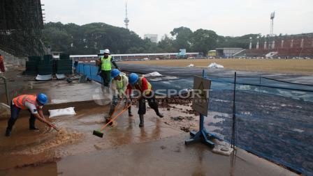 Stadion Madya Gelora Bung Karno dalam tahap penyelesaian renovasi jelang Asian Games 2018.