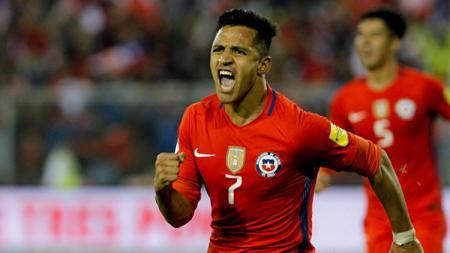 Alexis Sanchez kala membela Timnas Chile. - INDOSPORT