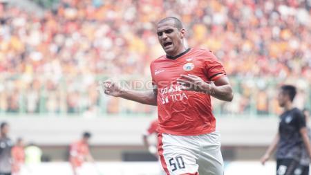 Ekspresi kecewa Bruno Lopes setelah gagal memanfaatkan peluang menjadi gol. Herry Ibrahim/INDOSPORT - INDOSPORT