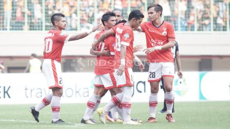 Selebrasi para pemain Persija Jakarta atas gol kedua yang dicetak Fitra Ridwan. Herry Ibrahim/INDOSPORT - INDOSPORT