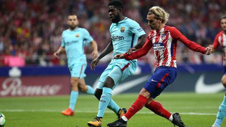 Antoine Griezmann saat melepaskan tendangan ke gawang Barcelona. - INDOSPORT