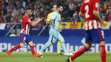 Aksi Lionel Messi di laga Atletico vs Barcelona. - INDOSPORT