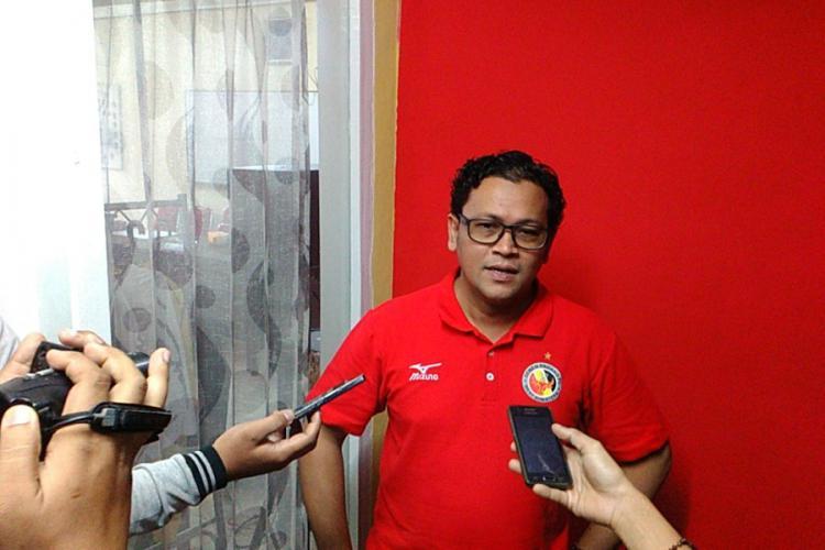 Pelatih Semen Padang, Win Bernadino Copyright: Bola Nasional