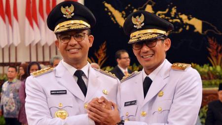 Gubernur DKI Jakarta Anies Baswedan (kiri) dan Wakil Gubernur Sandiaga Uno. - INDOSPORT