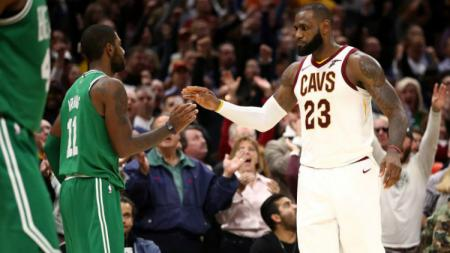 Kyrie Irving (kiri) dan LeBron James. - INDOSPORT
