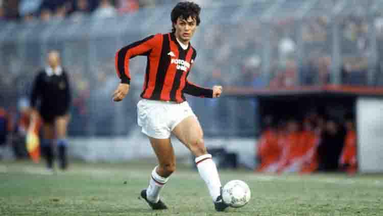 Paolo Maldini saat debut pertama kali bersama AC Milan. Copyright: Scoopnest