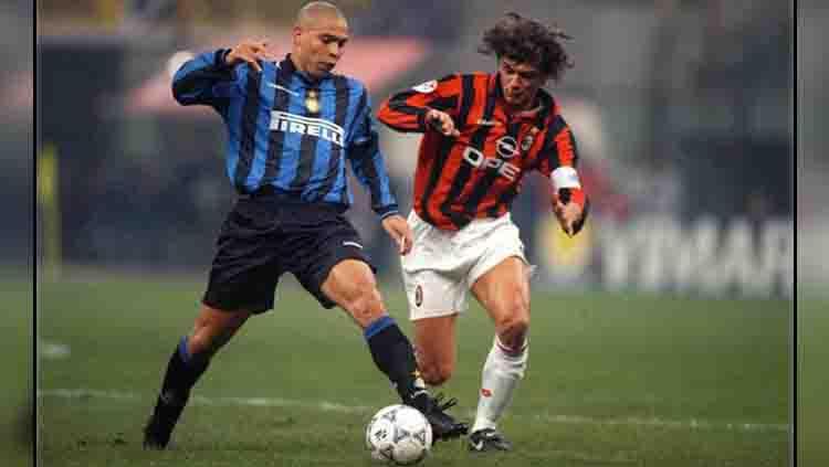 Paolo Maldini (kanan) saat pertama kali menjadi kapten AC Milan. Copyright: RW Kop