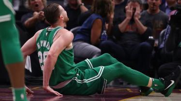 Gordon Hayward saat mengalami cedera kaki di awal kompetisi NBA 2017/18 lalu. - INDOSPORT