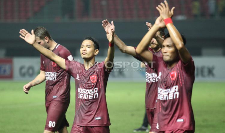 Selebrasi para pemain PSM Makassar usai mengalahkan Bhayangkara FC. Copyright: Herry Ibrahim/INDOSPORT