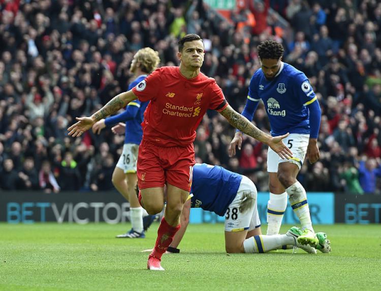 Coutinho berselebrasi saat mencetak gol ke gawang Everton, musim lalu. Copyright: INDOSPORT