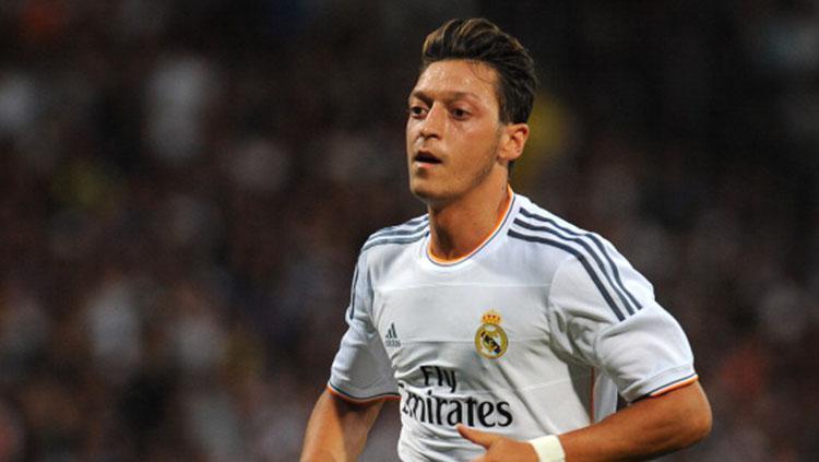 Mesut Ozil saat memperkuat Real Madrid. Copyright: INDOSPORT
