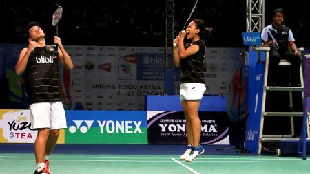Rinov Rivaldy/Pitha Haningtyas Mentari gagal melaju ke babak perempatfinal China Open 2019 usai kalah 15-21, 18-21 atas pasangan Seo Seung Jae/Chae Yujung. - INDOSPORT
