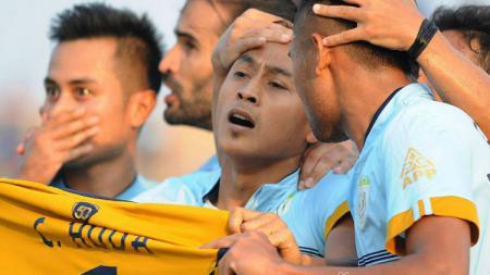 Samsul Arif usai mencetak gol. - INDOSPORT