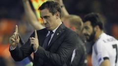 Indosport - Gary Neville saat menjadi pelatih Valencia.