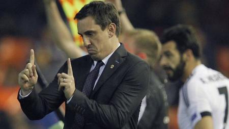 Gary Neville saat menjadi pelatih Valencia. - INDOSPORT