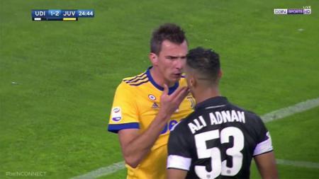 Mario Mandzukic protes kepada pemain Udinese. - INDOSPORT
