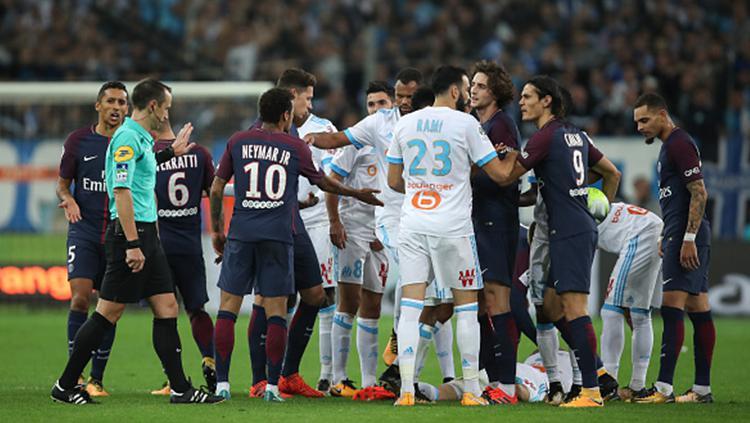 Konflik para pemain Olympique Marseille dan Paris Saint-Germain. Copyright: INDOSPORT