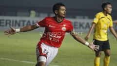 Indosport - Selebrasi striker Persija, Bambang Pamungkas usai mencetak gol ke gawang Semen Padang. Herry ibrahim/INDOSPORT